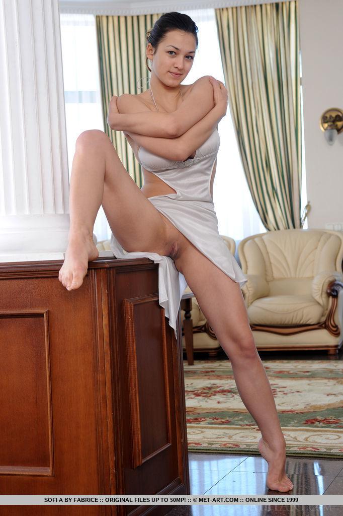 Does busty women in slips