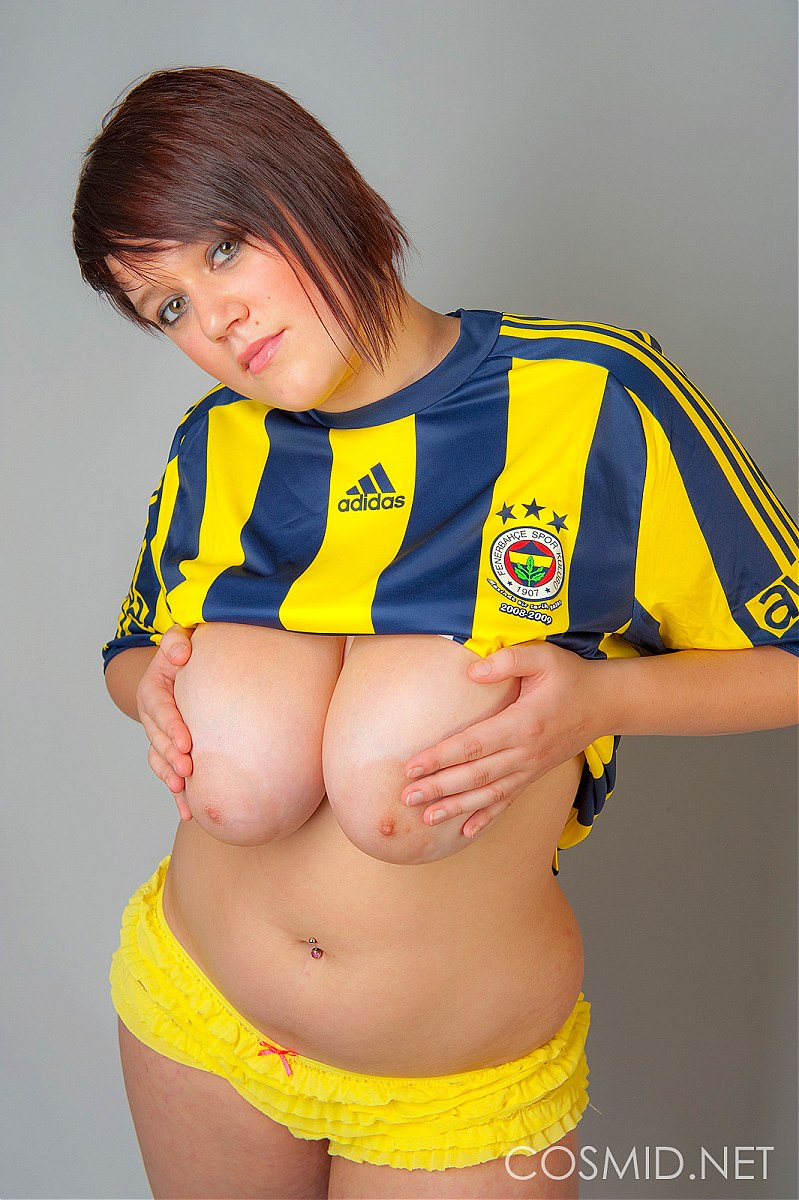 cosmid sian ... Soccer fan shows off her big boobs