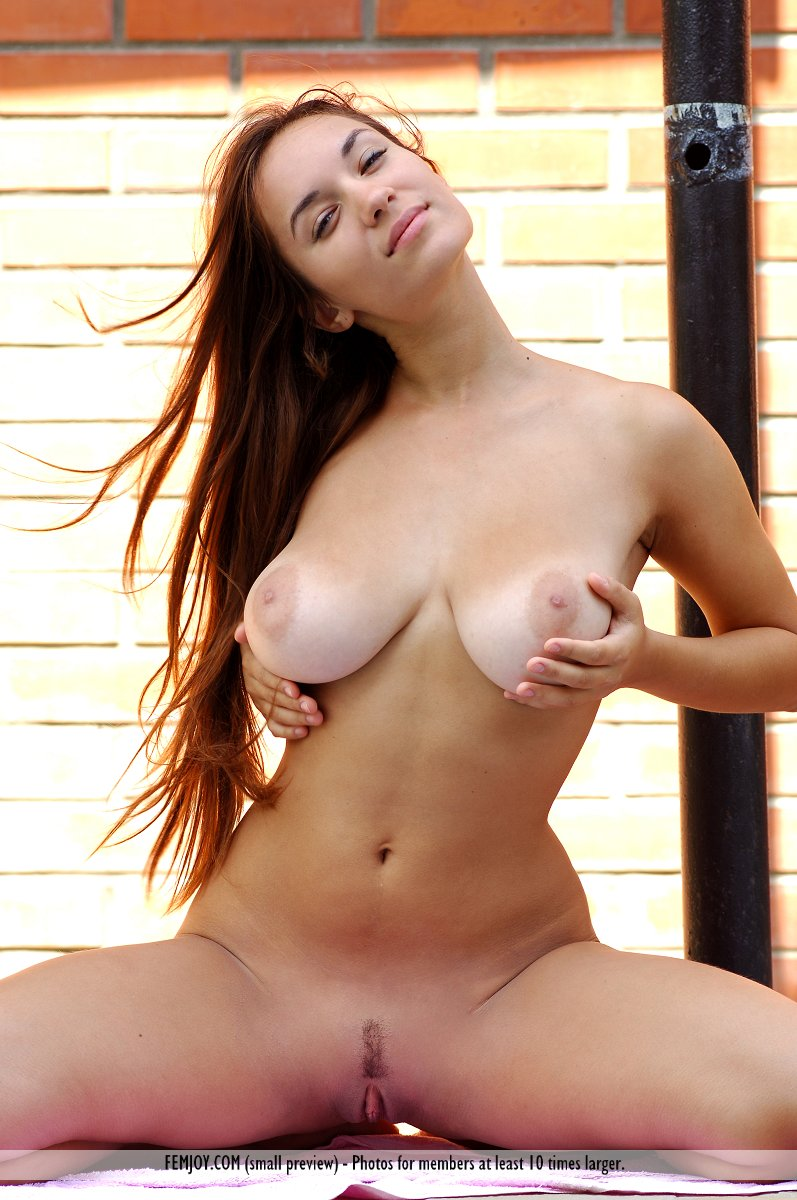 Beautifulnude tan busty models