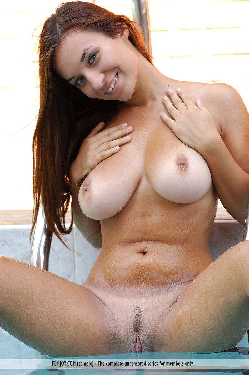 Busty Nude Babes - Big Tits and Huge Boobs