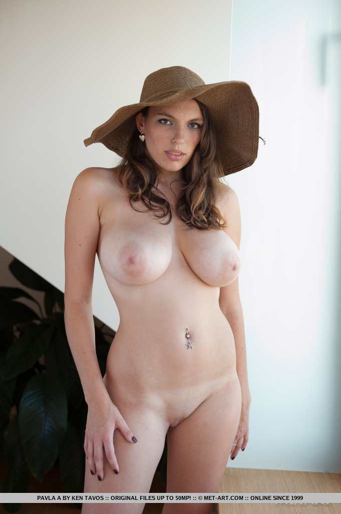 Natural nude girls handjob