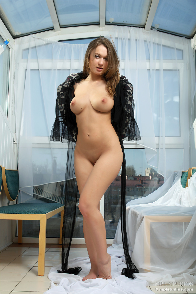 Meet this stunning brunette slut mona lee 8