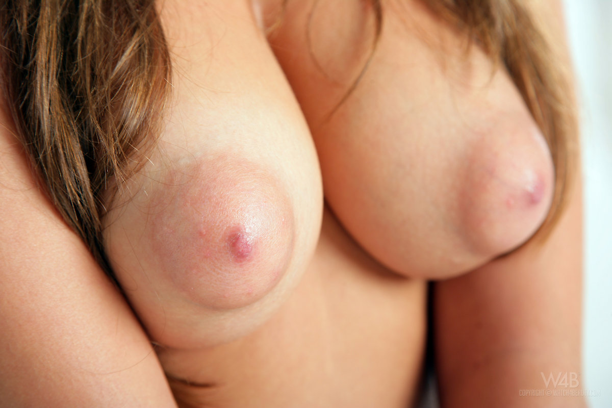 Tits Sydney S Just Seem To Defy Gravity And Her Cute Puffy