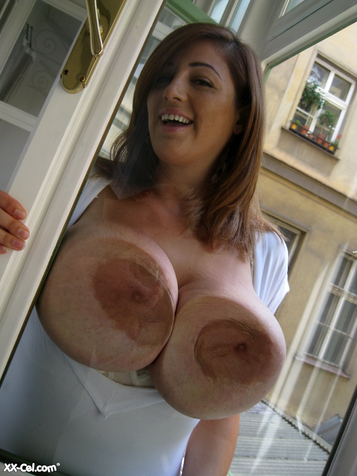eden mor's huge brown areolas at busty girls blog